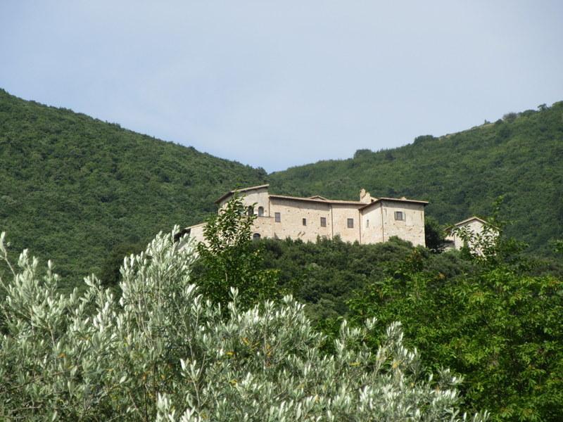 Abadía de Sassovivo: la casa construída sobre la roca