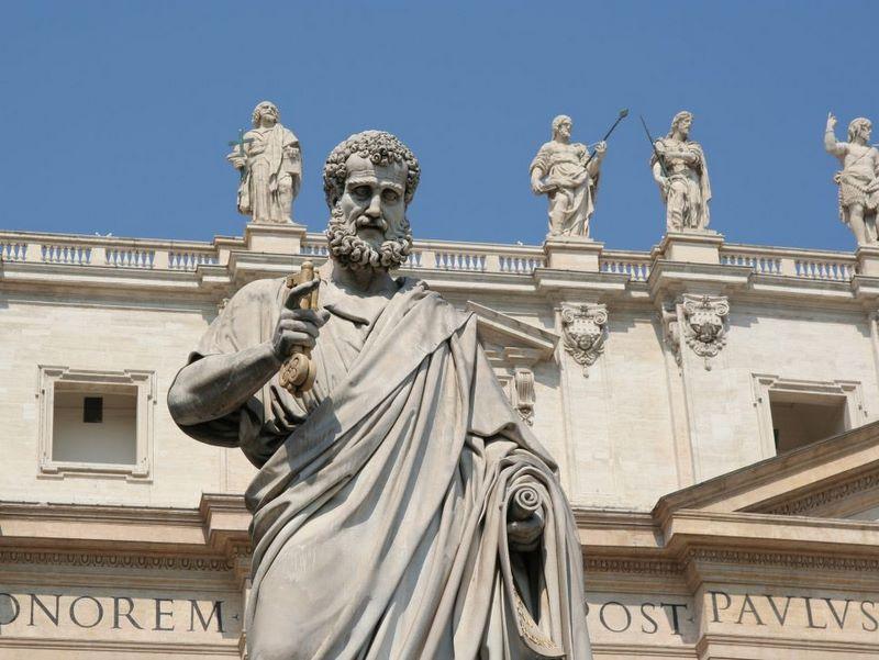 St.-Peter-statueez.-Peter-statue-1