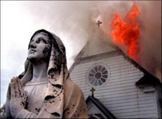 chiesa-che-brucia_530X0_90